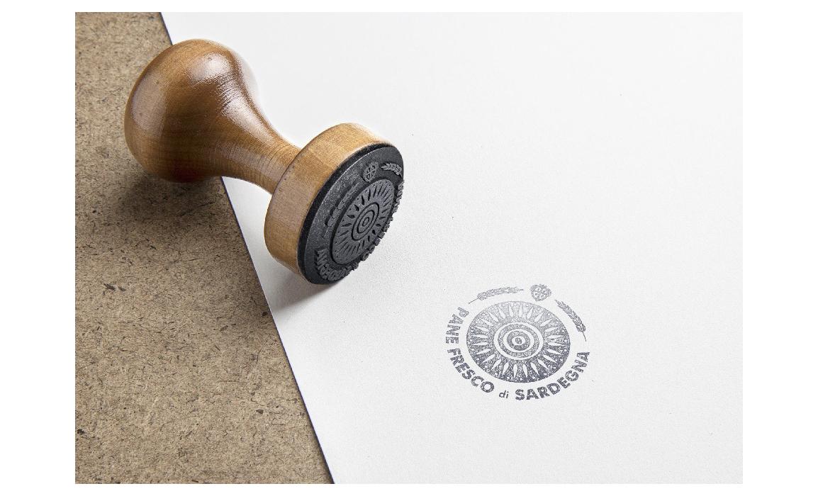 Applicazione in un timbro. Elaborato per il bando regio sulla creazione di un marchio per la tutela del pane fresco di Sardegna.