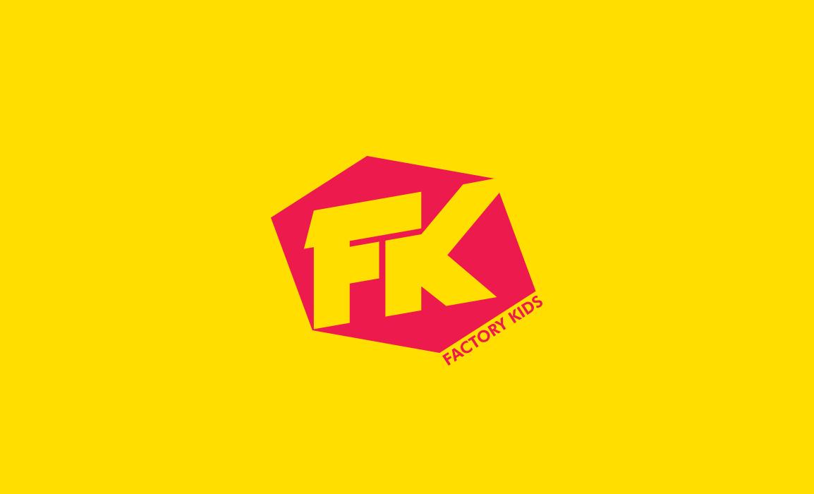 Factory Kids logo. Applicazione del logotipo con uno sfondo giallo. Le forme riprendono il consumismo degli anni 90.