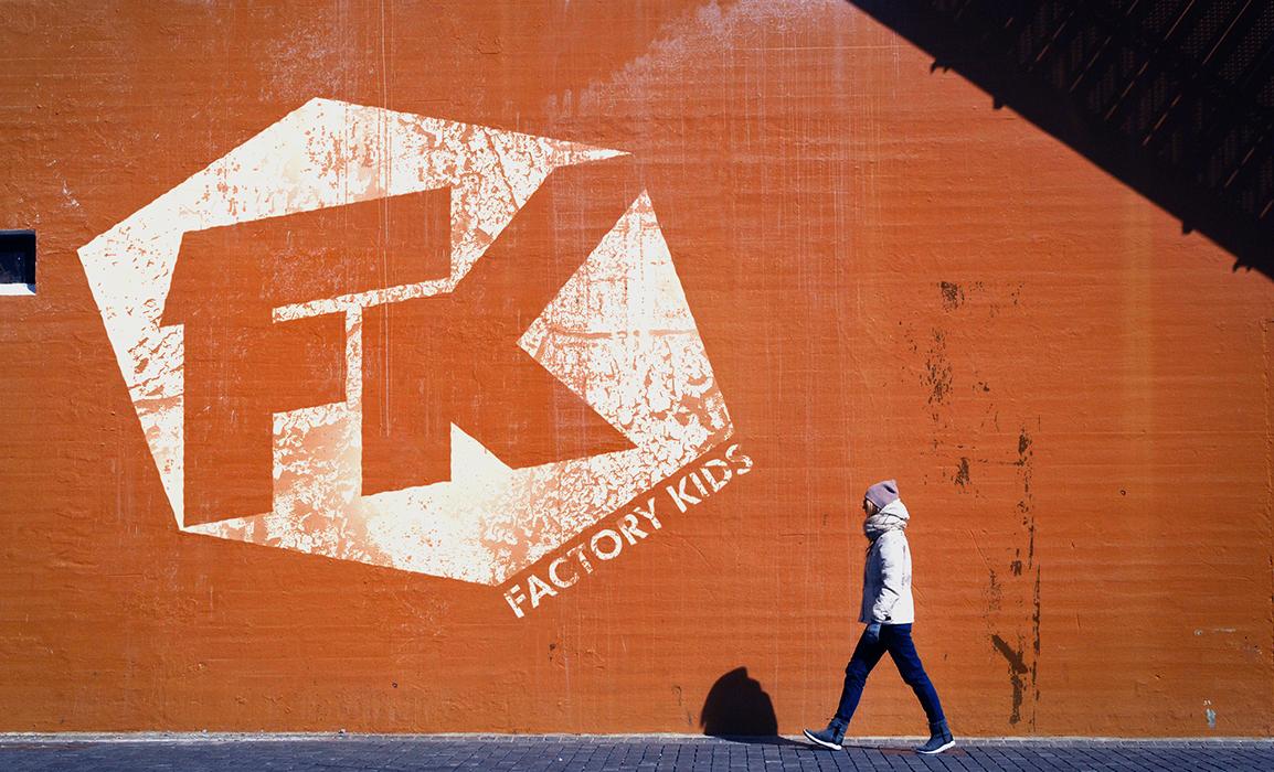 Factory Kids (stancil). Esempio di stancil con il logo Factory Kids.