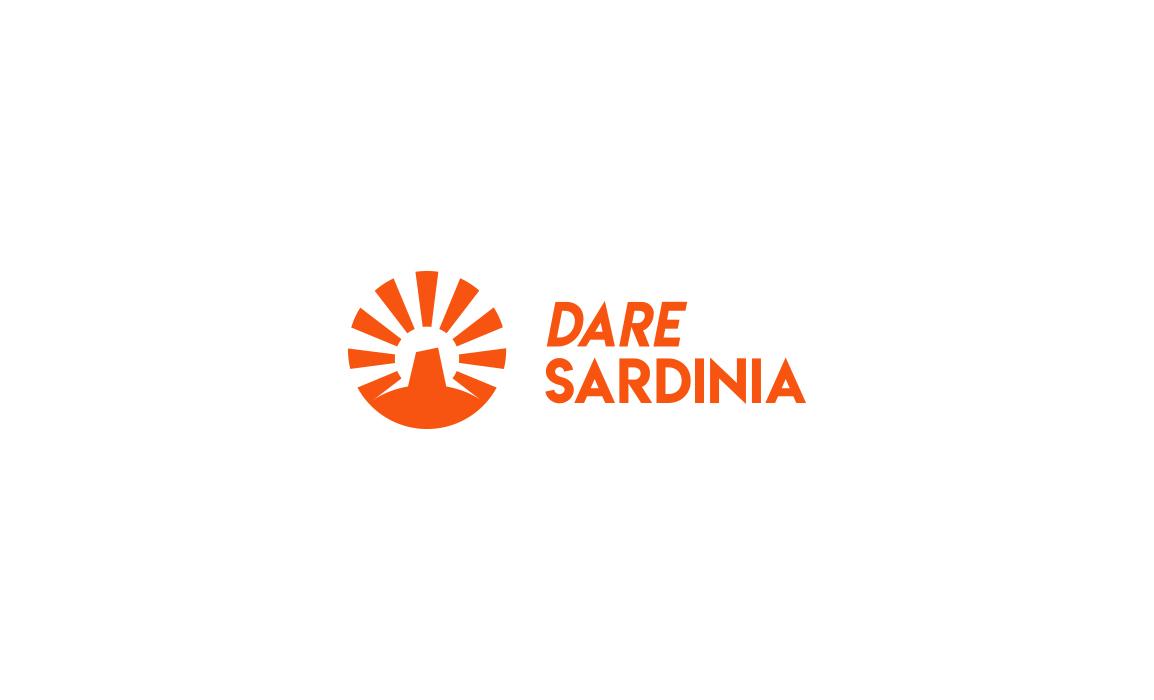 """Versione del logo in versione positiva. Il font utilizzato nella versione in italic enfatizza il termine inglese """"dare""""."""