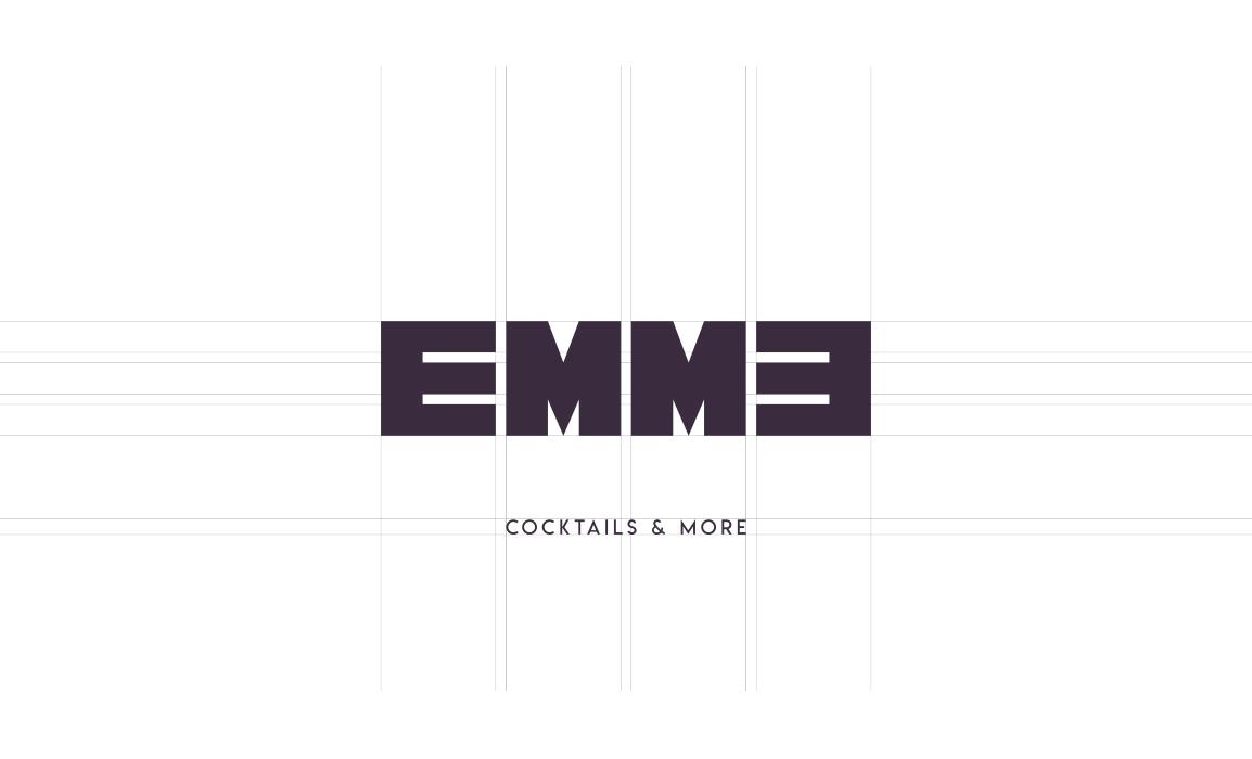 Il logo è costruito su 4 moduli quadrati disposti simmetricamente. Il font è stato disegnato appositamente per il logotipo.