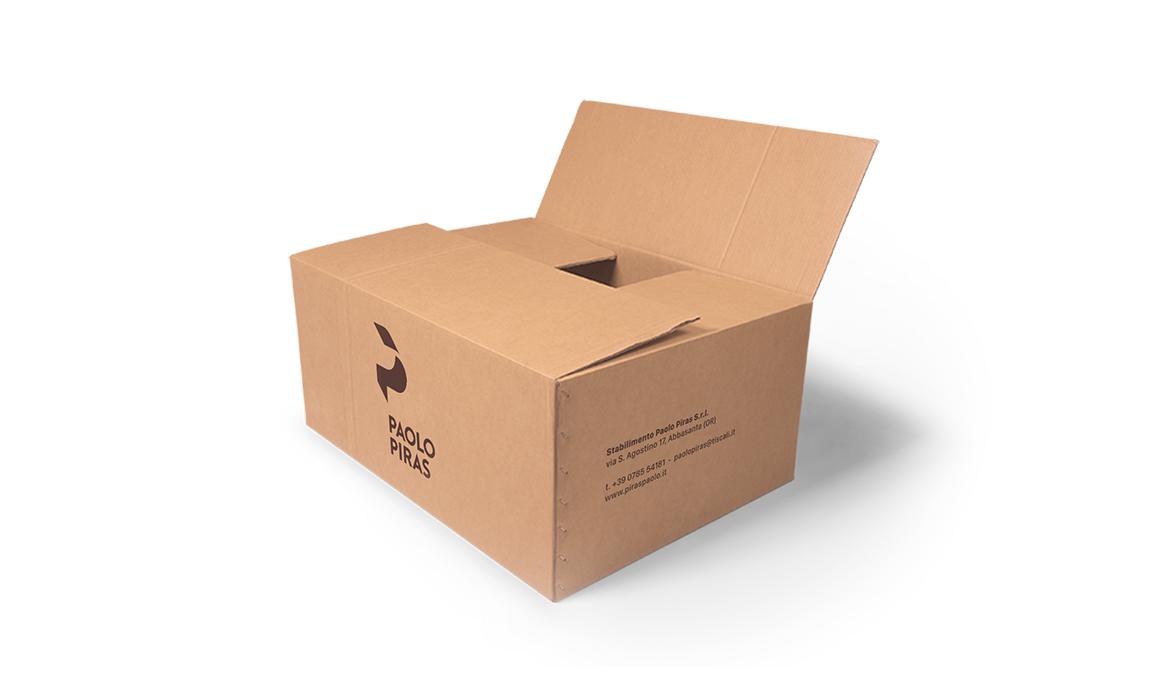 Esempio di applicazione del logo su un box per il trasporto delle merci.