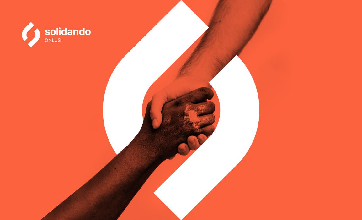 Il marchio è un'astrazione simbolica di due mani in una presa d'aiuto, la simmetria del logo suggerisce anche il simbolo dello Yin e dello Yang, ovvero la convivenza di 2 elementi opposti in un unico contesto, ma sopratutto simboleggia l'unione di colori differenti in un'ottica volutamente antirazzista. Il marchio inoltre è costituito da due forme che non si toccano mai esplicitando il concetto astratto di spazio aperto.