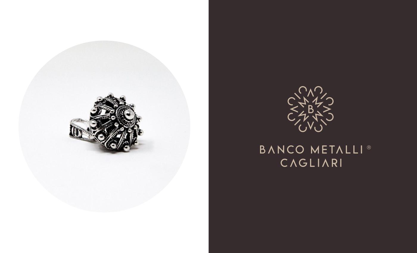 Il marchio è la stilizzazione della trama sarda utilizzata per i bottoni del costume tradizionale e per i gioielli dell'artigianato sardo.